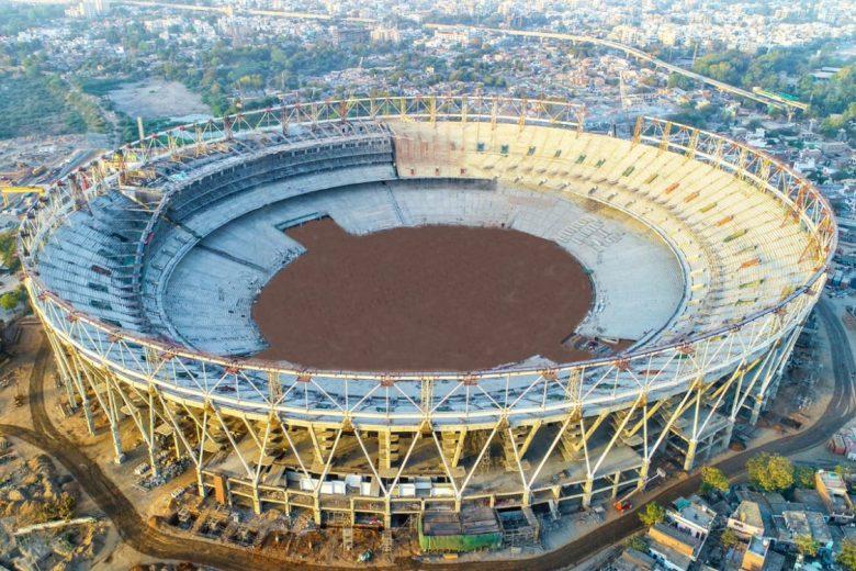உலகின் மிகபெரிய கிரிக்கெட் மைதானம் : ஒலிம்பிக் அளவில் நீச்சல் தடாகம்