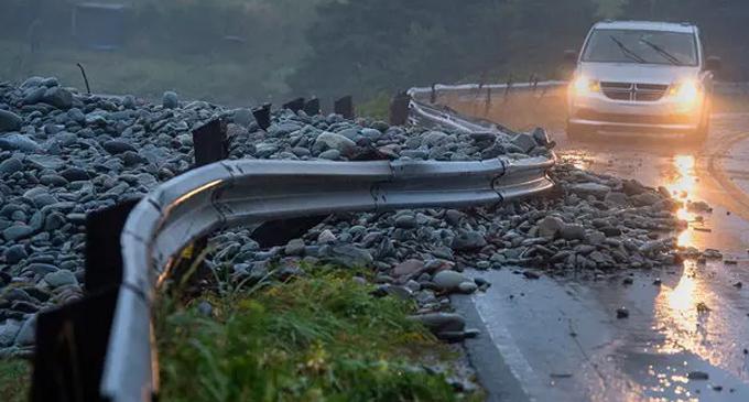 கனடாவை தாக்கிய 'டோரியன்' புயல் – 5 லட்சம் பேர் பாதிப்பு