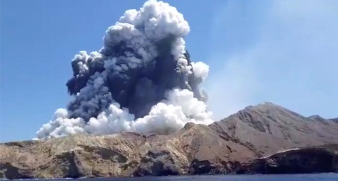 நியூசிலாந்து எரிமலை வெடிப்பு – உயிரிழந்தோர் எண்ணிக்கை உயர்வு