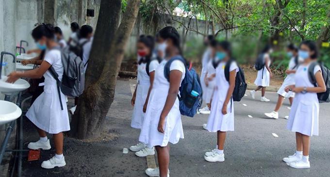 களுத்துறை மாவட்ட பாடசாலைகளை மீளவும் திறக்க வாய்ப்பு