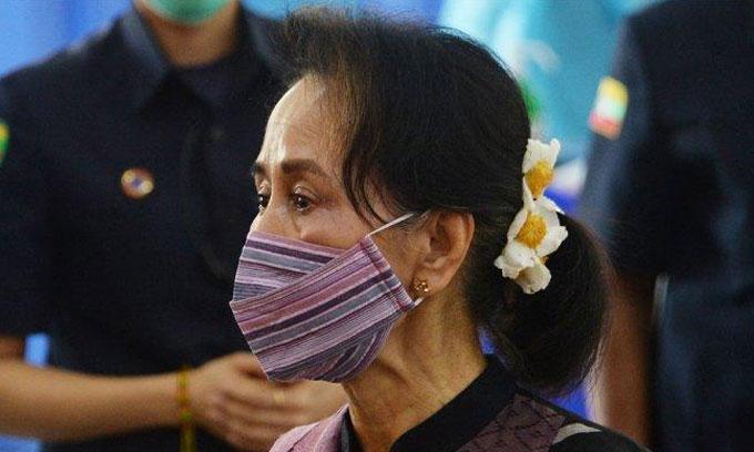 ஆங் சான் சூகியை 14 நாட்கள் காவலில் வைக்க உத்தரவு