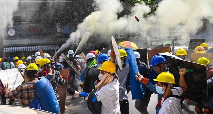 மியன்மாரில் ஒரே நாளில் போராட்டக்காரர்கள் 114 பேர் சுட்டுக் கொலை